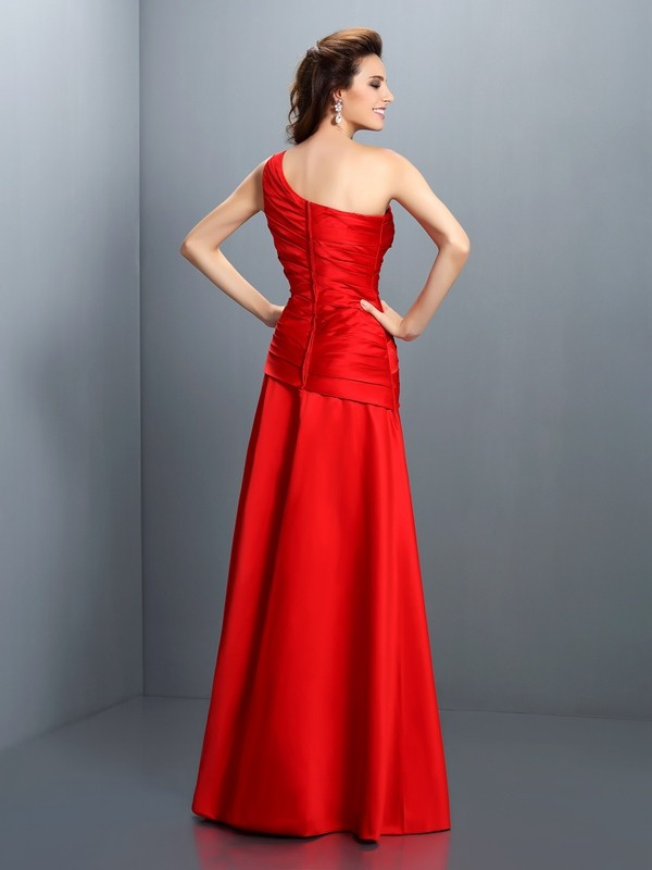 A-Linie/Princess-Linie One-Shoulder-Träger Falten Ärmellos Lange Satin Kleid